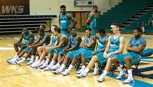 UNCW men's basketball looks to replace experience with ...