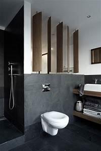 Badezimmer Grau Weiß : wei grau und holz akzente im badezimmer wohnideen einrichten ~ Markanthonyermac.com Haus und Dekorationen
