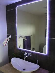 idees d39 eclairage de miroir pour la salle de bain With carrelage adhesif salle de bain avec lampe led violet