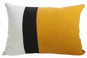 Housse De Coussin Jaune : housse de coussin sicilia 40 x 55 cm jaune noir blanc maison sarah lavoine made in design ~ Teatrodelosmanantiales.com Idées de Décoration