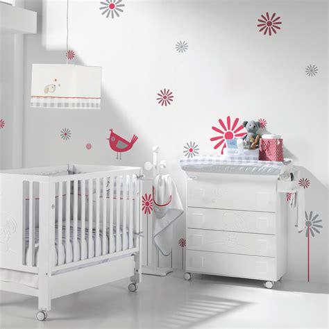 mur chambre fille deco chambre bebe fille et blanc