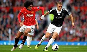Marouane Fellaini dropped to bench for Manchester United