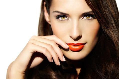 how do you become a makeup artist with makeup artist essentials