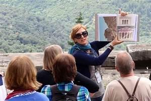 Tour Guiding Career Travel Guide Career  Career Option In Tourist Guide Travel Guiding Career