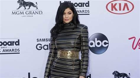 Kylie Jenner shows large new diamond ring | Entertainment ...