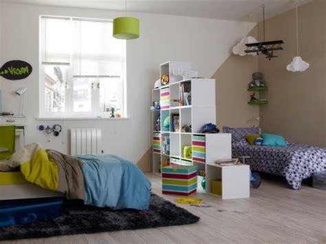 une chambre pour deux diviser une chambre en deux grâce à une bibliothèque