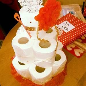 Cadeau De Crémaillère : g teau de papier toilette cadeau pour cr maill re utile ~ Dode.kayakingforconservation.com Idées de Décoration