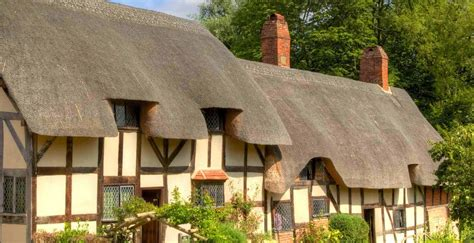 holiday cottages  thatched roofs historic uk