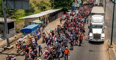 Caravan of migrants reach US  border