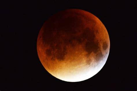Już w połowie miesiąca czeka nas wyjątkowe widowisko astronomiczne. Zaćmienie Księżyca 2019: Jak fotografować Superksiężyc? PORADY FOTOGRAFA - Antyradio.pl