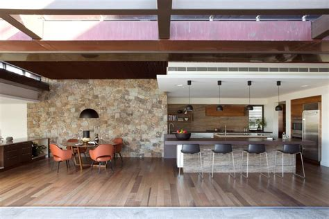 Large Family Home Mixes British, Australian Traditions