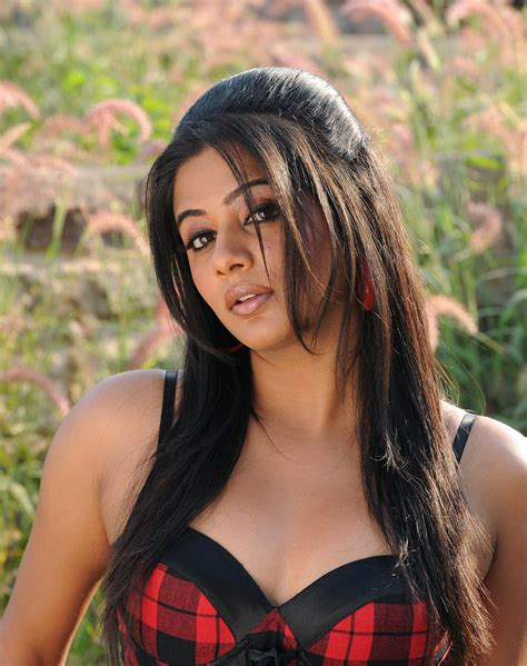 priyamani hd wallpapers high resolution pictures