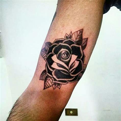 Rosa negra Tatuagem com (tatuagens tattoo)