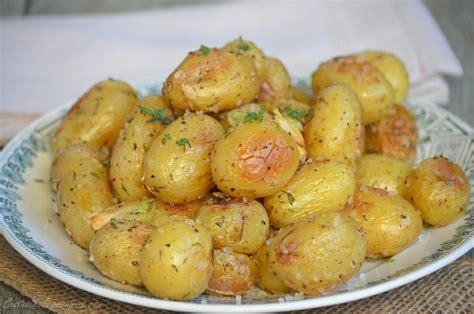comment cuisiner les pommes de terre grenaille pommes de terre grenaille rôties au four le de c 39 est nathalie qui cuisine