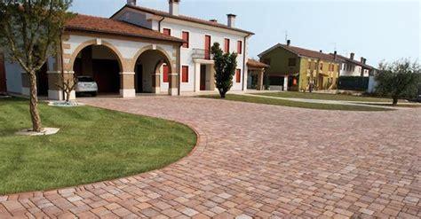 pavimentazione cortile esterno pavimento esterno posa fai da te ideegreen it