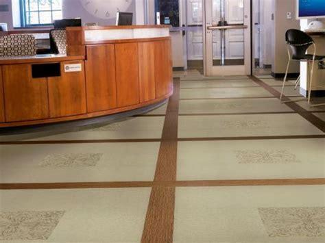 Pros and Cons: Luxury Vinyl Tile vs. Hardwood Flooring