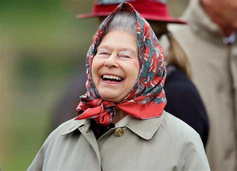 La futura regina elisabetta nel 1945. Regina Elisabetta discorso di Natale 2020 del 25 dicembre ...