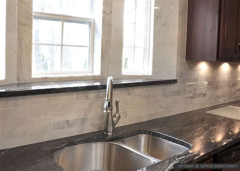 Granite Countertops With Backsplash : Black Countertop Backsplash Ideas