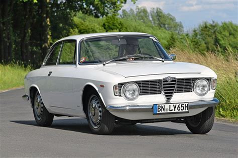 Alfa Romeo Giulia Sprint by Alfa Romeo Giulia Sprint Gt Specificaties En Info