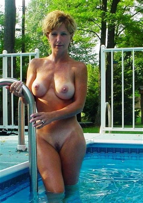 Naked mom in pool - XXX photo