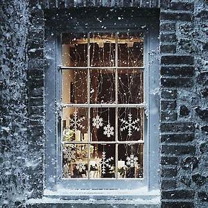 70 Awesome Christmas Window Décor Ideas DigsDigs