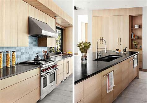 cuisine maison bois mur en accent dans une maison rustique moderne