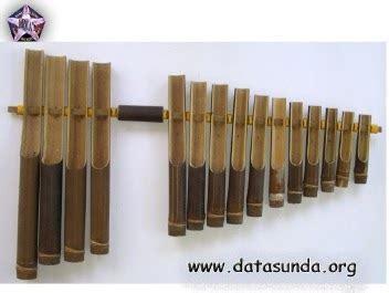 Semoga dapat bermanfaat dan menambah wawasan. Calung alat musik tradisional dari Jawa Barat - CENTER SENI