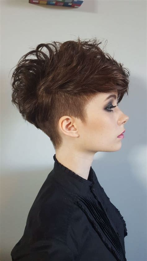 undercut frauen hinterkopf undercut frauen frisuren so stylen sie den undercut diy frisurentrends zenideen