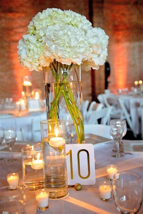 Weiße Runde Tische by Tischdekoration Hochzeit Runde Tische Schwimmkerzen Weisse