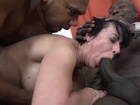 Granny Threesomes With 2 Black Men Shoving Cocks In Her