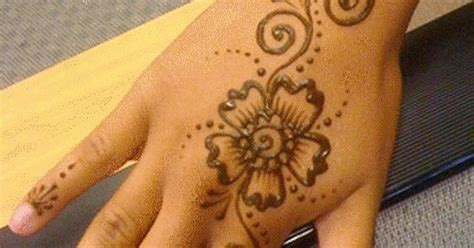 My Daughter Does Amazing Henna Tattoos Like This O