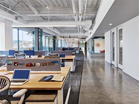 fullscreens super cool headquarters  los angeles officelovin