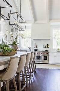 La chaise de cuisine moderne en 62 photos inspirantes for Deco cuisine avec chaise blanche moderne
