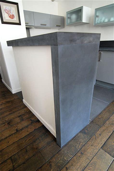 taporo eau feu ilot de cuisine bar et parement en beton teinte bains