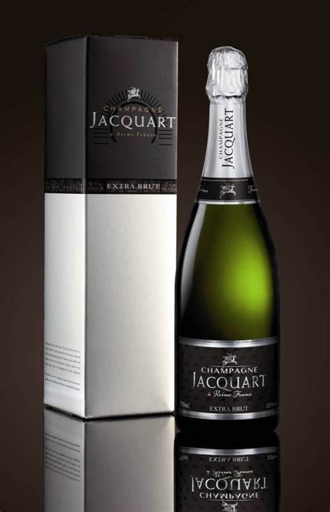 Stai cercando la migliore sciabola per champagne? Jacquart Extra Brut: lo Champagne per l'estate.