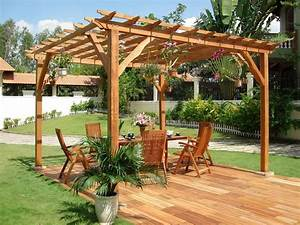 Outstanding wooden pergola design for your backyard for Whirlpool garten mit balkon pergola