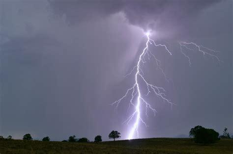 construction worker survives lightning strike