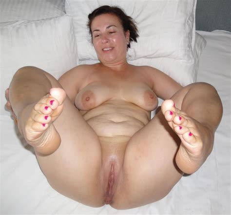 Bbw Milf Mature Chubby Spread Shaven Pregnant Feet Toes