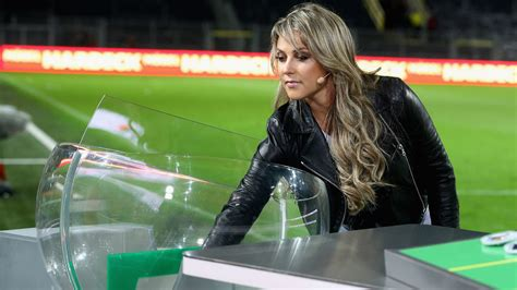 FC München – Twittermobile.twitter.com › fcbayernOffizielle Seite desSubscribers: 4 mlnFC English – Twittermobile.twitter.com › fcbayernenWelcome to the official EnglishSubscribers: 972 thsd(document.querySelector(