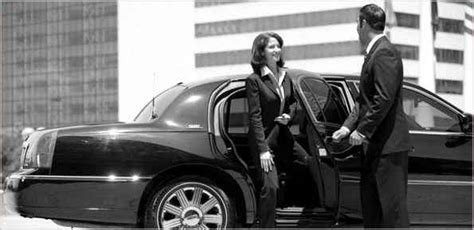 Airport Town Car Service by Limousine And Town Car Services Nyc Jfk Lga Isp Ewr Hpn