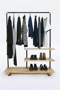 Portant Vetement Bois : iron and wood clothes rack stuff stuff stuff pinterest penderie portant vetement et bois ~ Teatrodelosmanantiales.com Idées de Décoration