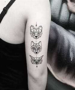 Loup Tatouage Signification : tatouage loup femme connotations et 40 id es sur les emplacements et les dessins tattoo ~ Dallasstarsshop.com Idées de Décoration