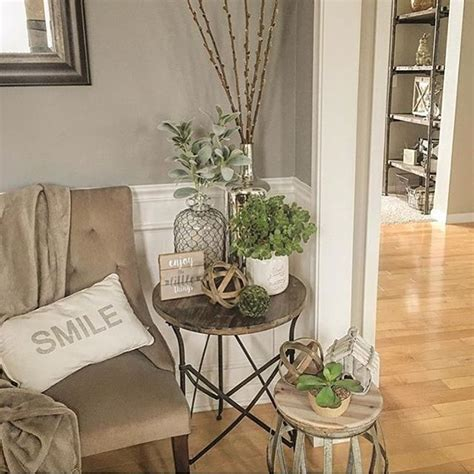 Decorating Ideas For End Tables by Best 25 Side Table Decor Ideas On