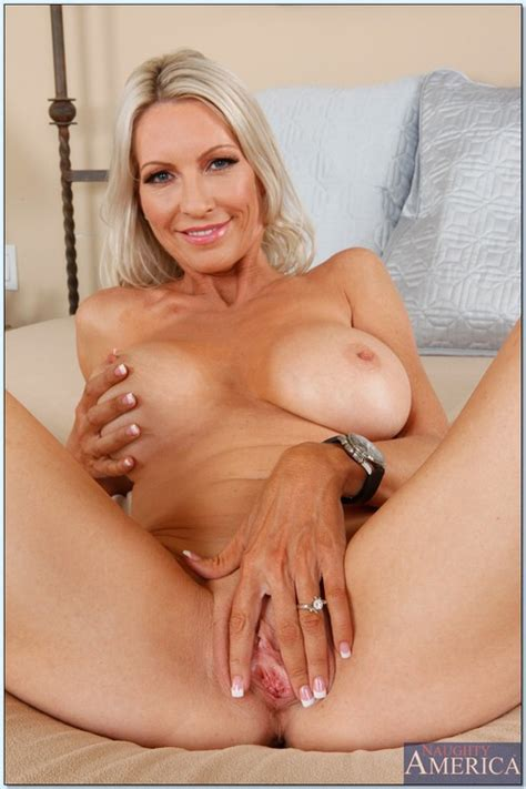 Blonde MILF Emma Starr Strip And Fuck MILF Fox