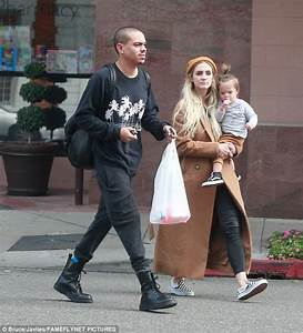 Ashlee Simpson steps out with husband and daughter | Daily ...