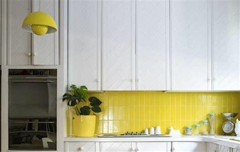 Fliesenlack Gelb by Die Richtige Fliesenfarbe F 252 R Ihre K 252 Che Ihr Bad Aussuchen