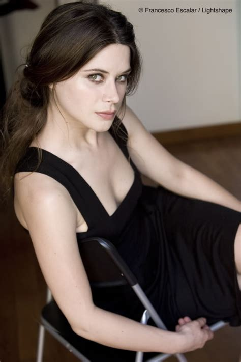 photos valentina cervi joins true blood season 5 as vampire villainess salome