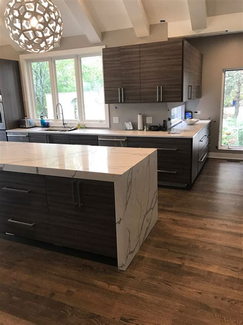 Calcutta Quartz in Barrington, IL - StoneTek Design