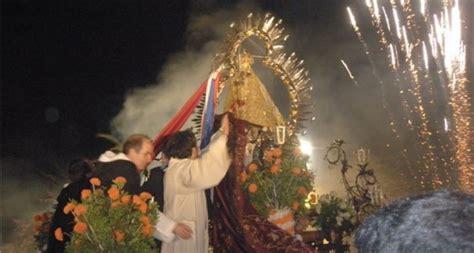 Hay mucha gente que pasa por delante de un olivo y no se para a mirarlo detalladamente, y los hay muy peculiares, sentencia, e invita: La Virgen de la Cabeza visitó Arjona | Pasión en Jaén