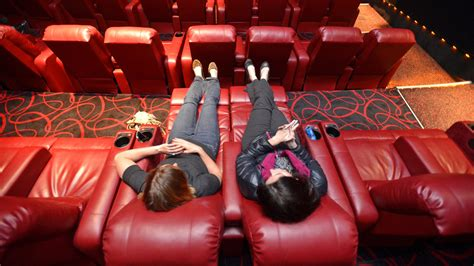Amc Loveseats by Amc Theaters Lure Moviegoers With Cushy Recliners The